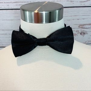 Black satin type material bow tie like new